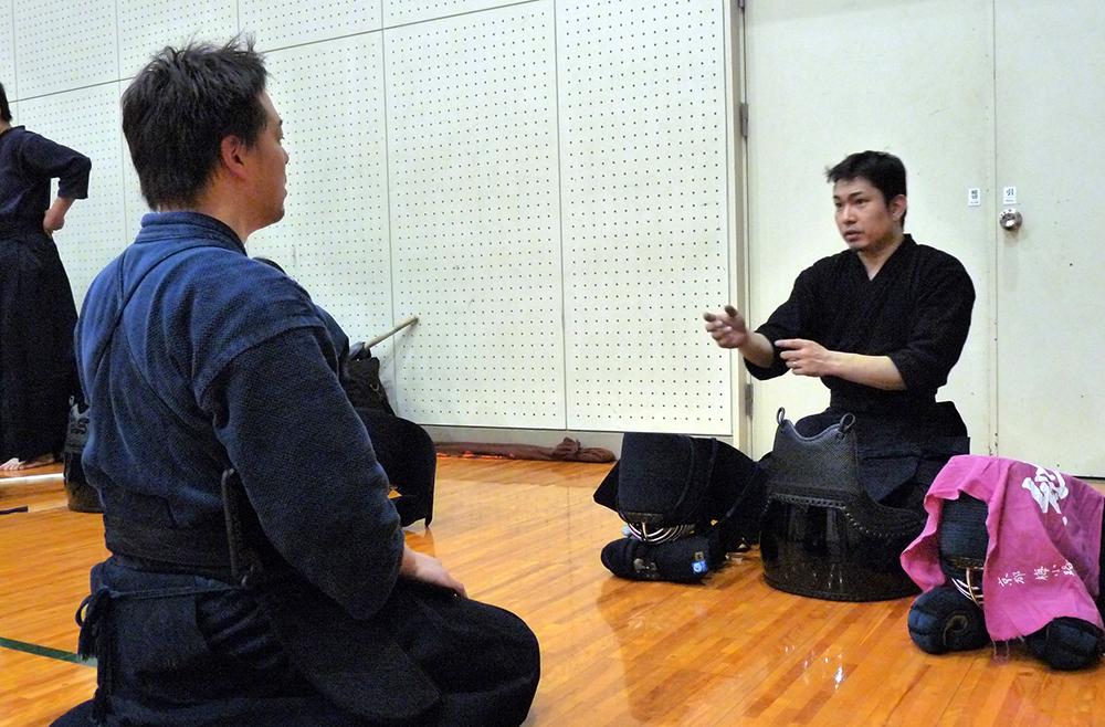 剣道稽古後の先輩から後輩へのアドバイス